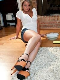 Nikki sexy floor clean