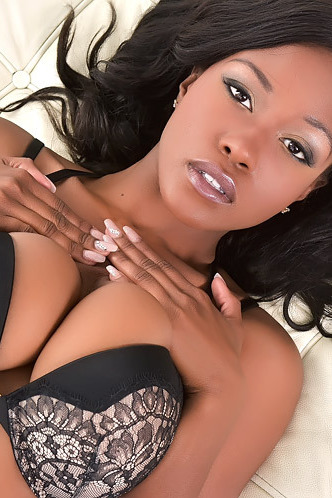 Gorgeous Ebony Babe Jezebel Vessir Gets Naked