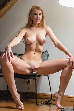 Blonde Amateur Goddess