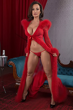 The Red Queen Lisa Ann